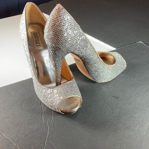 Badgley Mischka Silver Humbie Peep Toe Heels